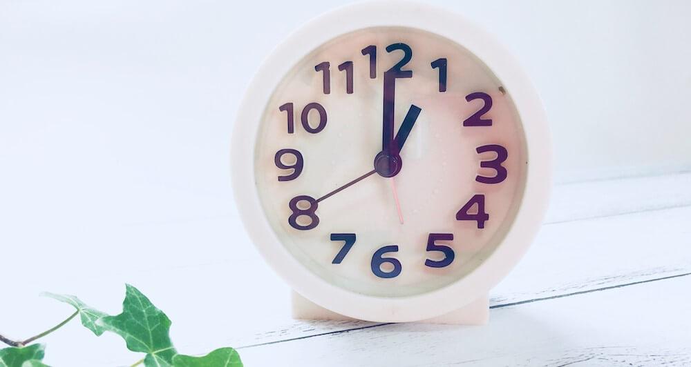 四六時中の意味は?【語源の豆知識や類義語なども解説】